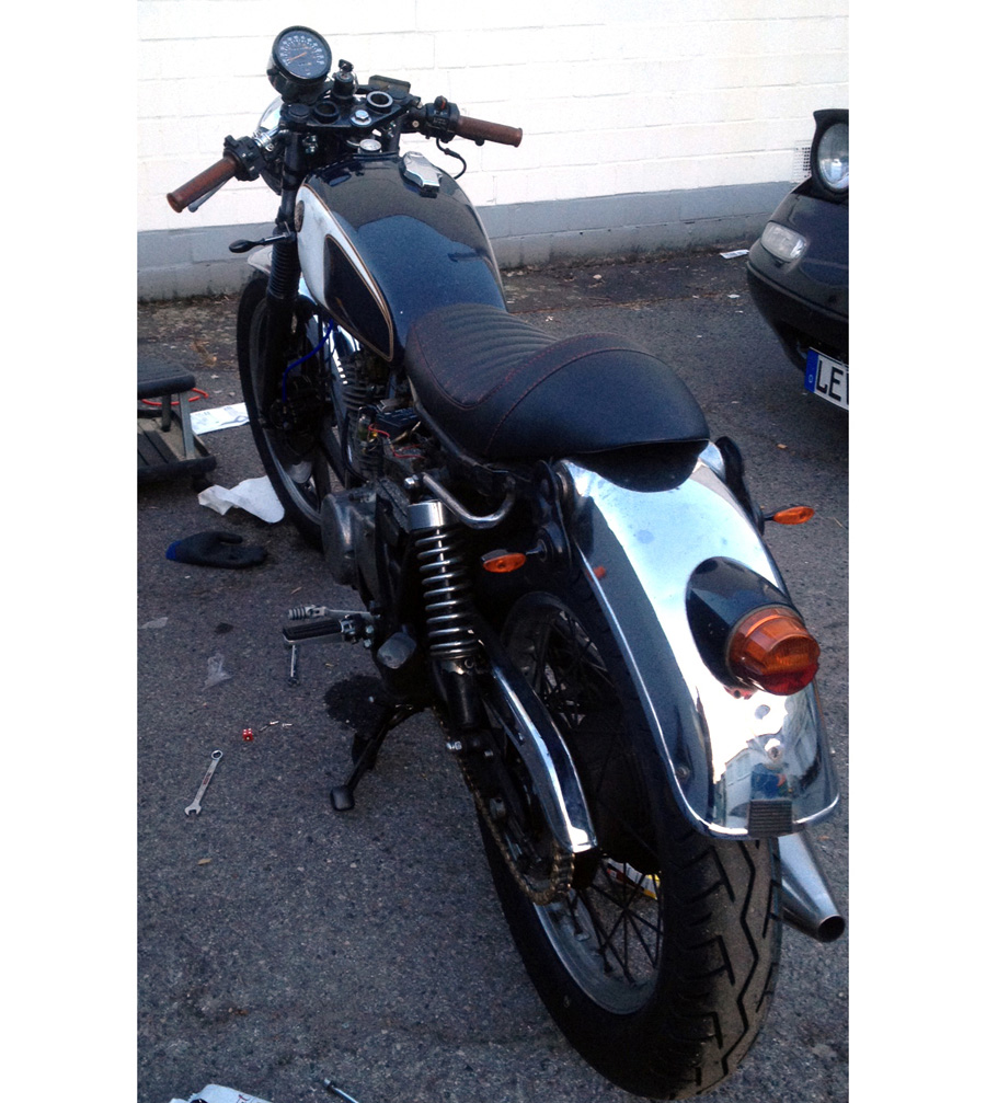 Cafe Racer Sitzbank Yamaha Sr 500 Und Viele Andere Rote N 228 Hte