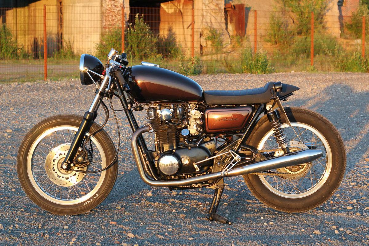 racer seat yamaha sr500, red stiching