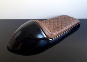 Cafe-Racer SEAT, universal, darkbrown/vintage leather, black square-stitching