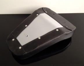 Scrambler saddle for lightweight motorcycles