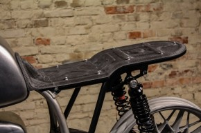 "SEAT PLATE all over carbon, f. rear frame ""Trusty Truss"" by BHCKRT, f. BMW 2-valve models, black"